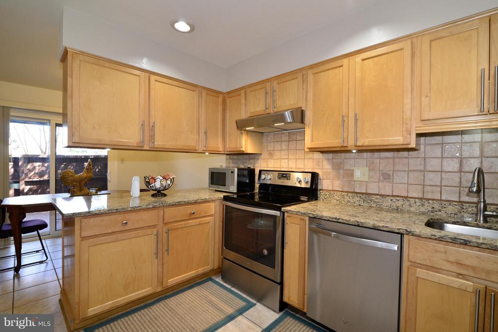 Kitchen - 2013 APPROACH LN, RESTON