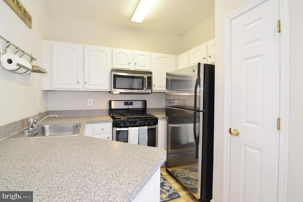 Kitchen - 21768 DRYDEN CT, ASHBURN