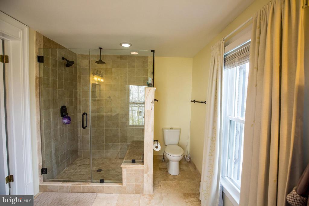 Bath (Master) - 9044 SUDLEY RD, MANASSAS