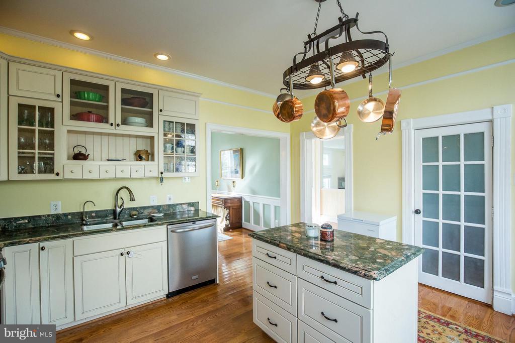 Kitchen - 9044 SUDLEY RD, MANASSAS