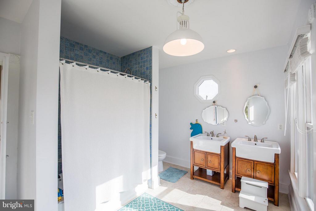 Bath - 9044 SUDLEY RD, MANASSAS