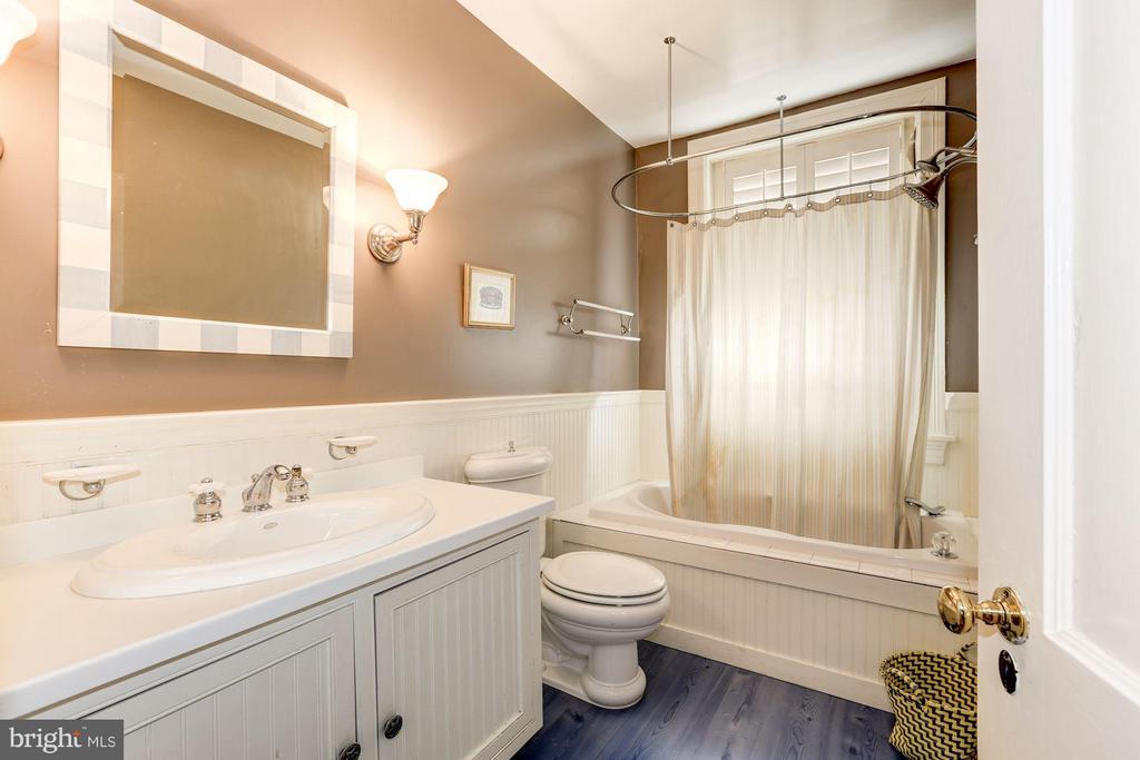 Bath - 2323 TRACY PL NW, WASHINGTON