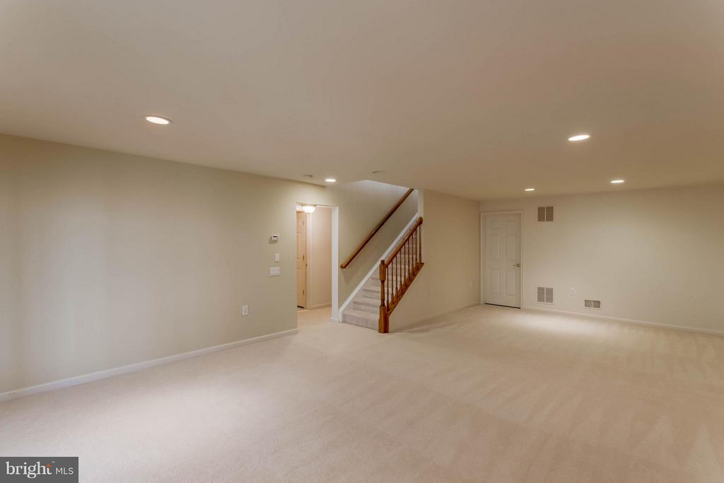 Basement rec room with recessed lighting - 8 DAYTON CIR, FREDERICKSBURG