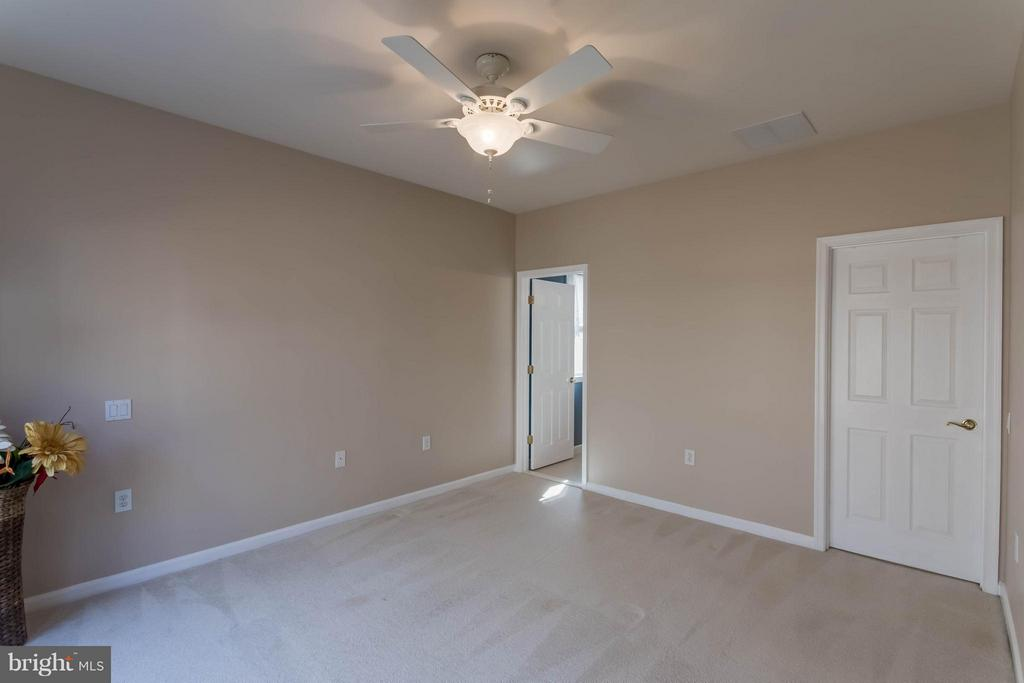 Master with large walk-in closet - 8 DAYTON CIR, FREDERICKSBURG