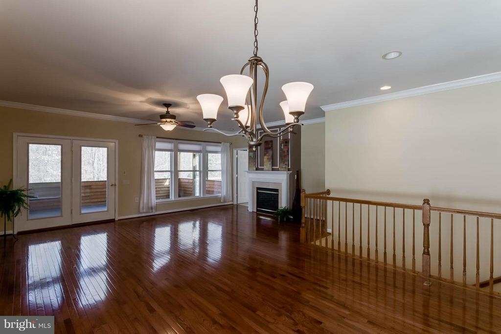 Family Room with floor to cieling wooded views - 8 DAYTON CIR, FREDERICKSBURG