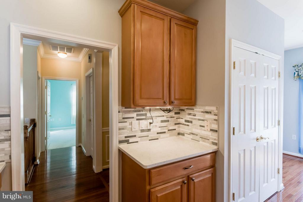 Kitchen just off entry foyer - 8 DAYTON CIR, FREDERICKSBURG