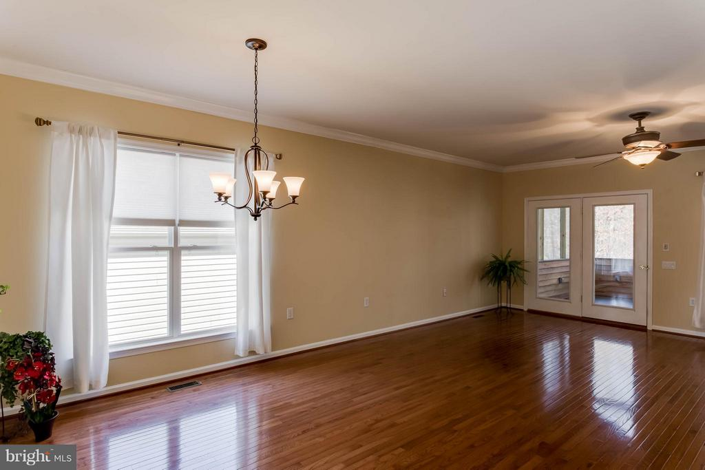 Open floor plan with gleaming hardwoods - 8 DAYTON CIR, FREDERICKSBURG