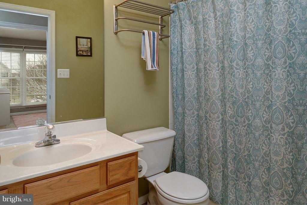 Hall Bath - 9429 KATELYN CT, MANASSAS PARK