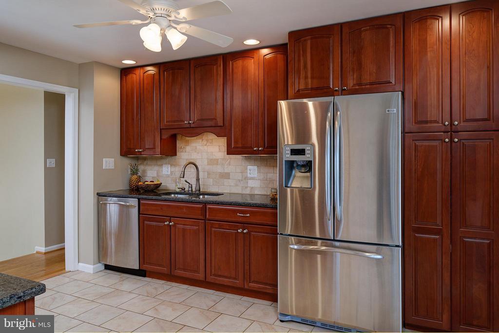 Amazing Cabinet Space - 9429 KATELYN CT, MANASSAS PARK