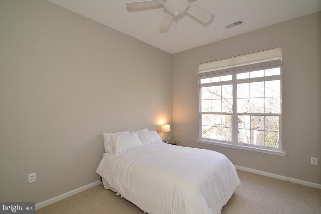 Master bedroom - 11406J WINDLEAF CT #9, RESTON