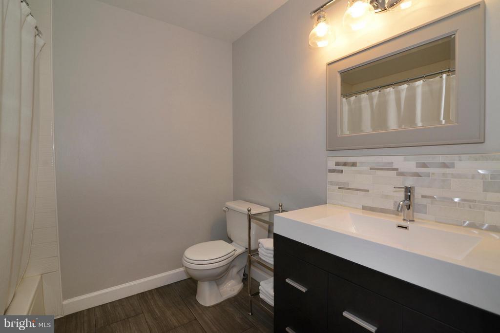 Remodeled upper level  hall bath - 11406J WINDLEAF CT #9, RESTON