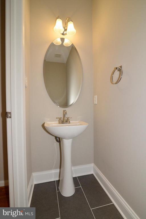 Main level powder room - 11406J WINDLEAF CT #9, RESTON