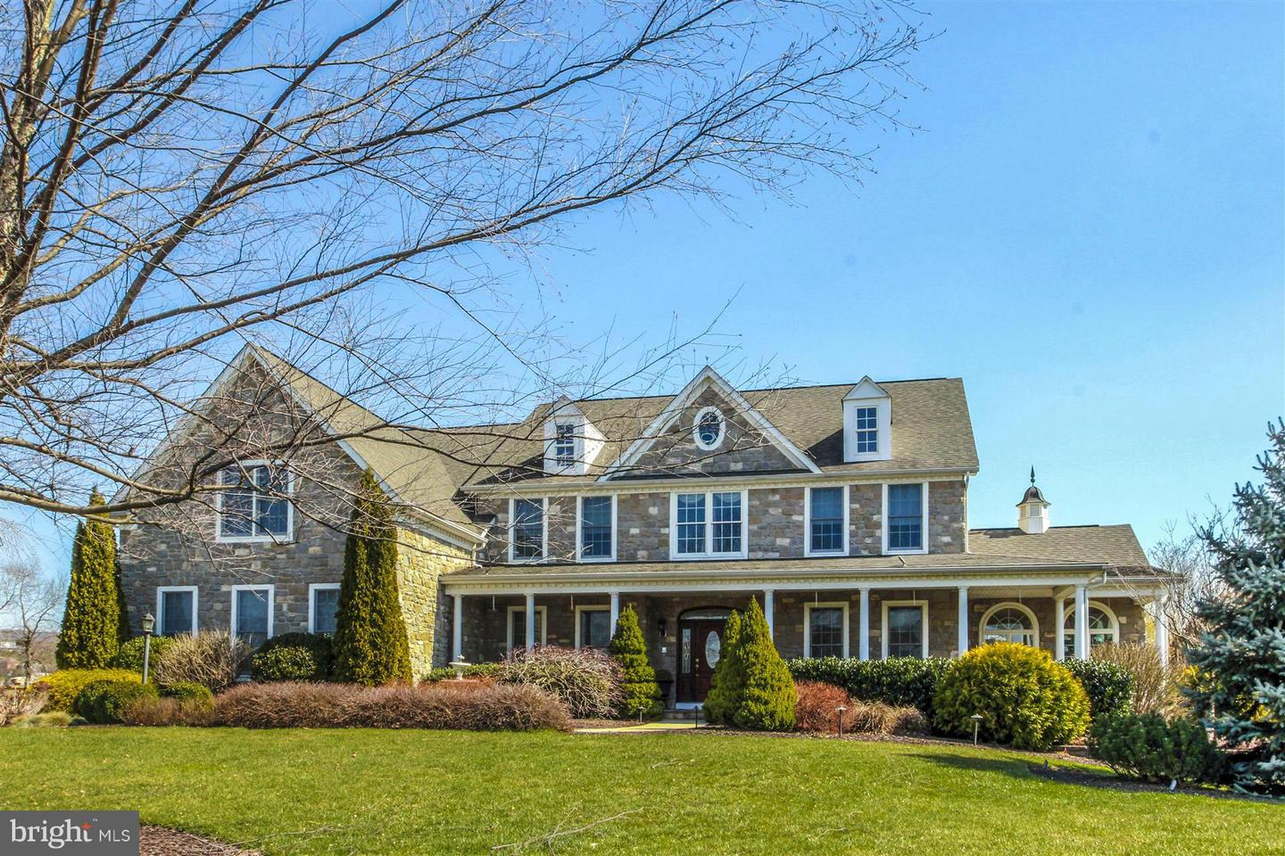 Photo of home for sale at 13 Woodmere Circle, Middletown MD