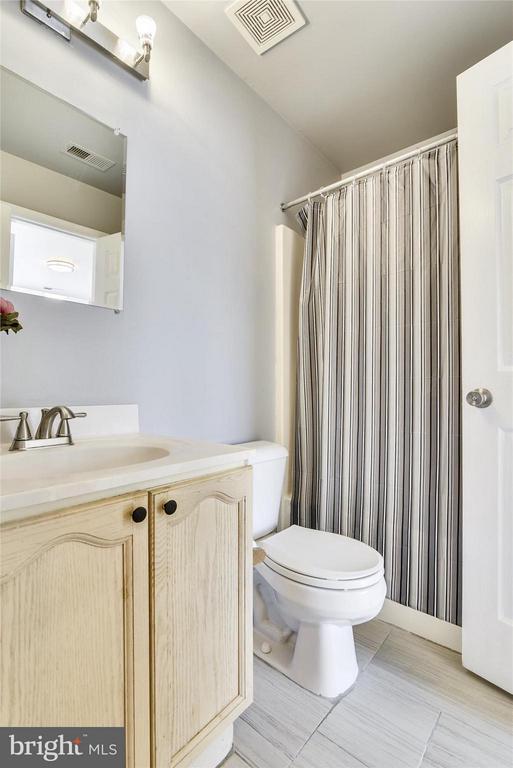 Third Full Bath - Dual Entrance - 508 COVINGTON TER NE, LEESBURG