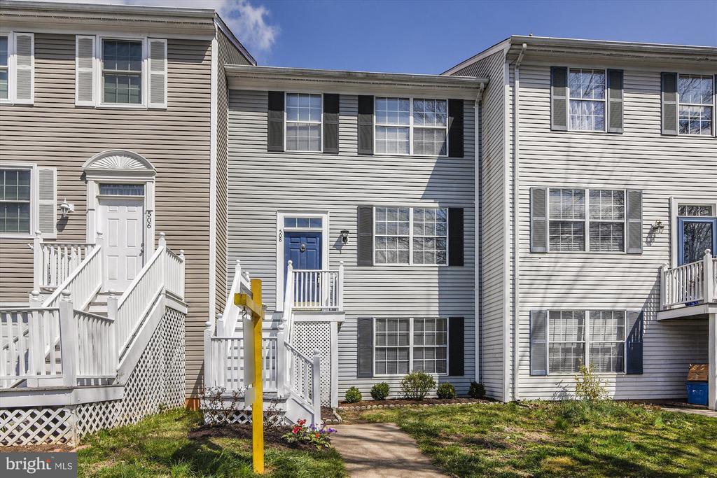 Make This Your Home! - 508 COVINGTON TER NE, LEESBURG