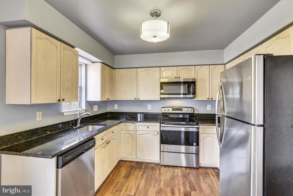 Stunning Kitchen - 508 COVINGTON TER NE, LEESBURG