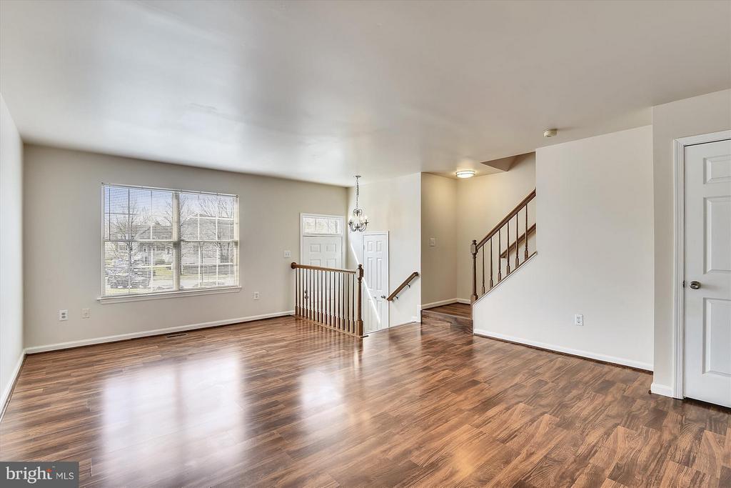 Light Filled Family Room - 508 COVINGTON TER NE, LEESBURG