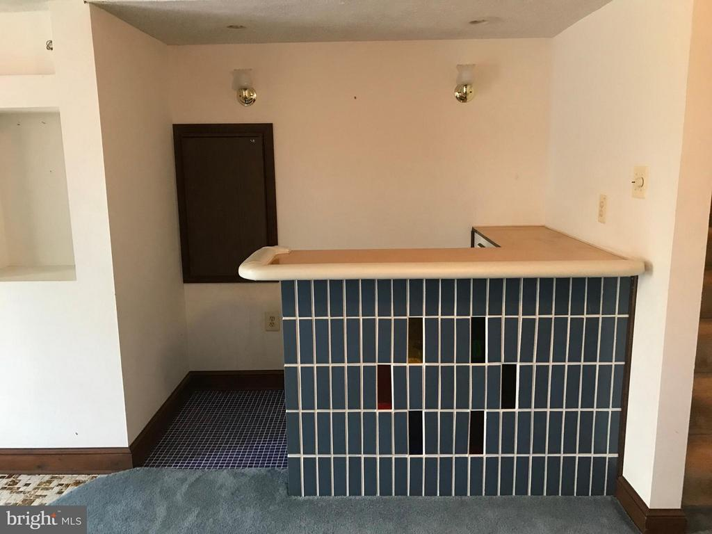 Built-iin bar and refrigerator - 503 WIDEWATER RD, STAFFORD
