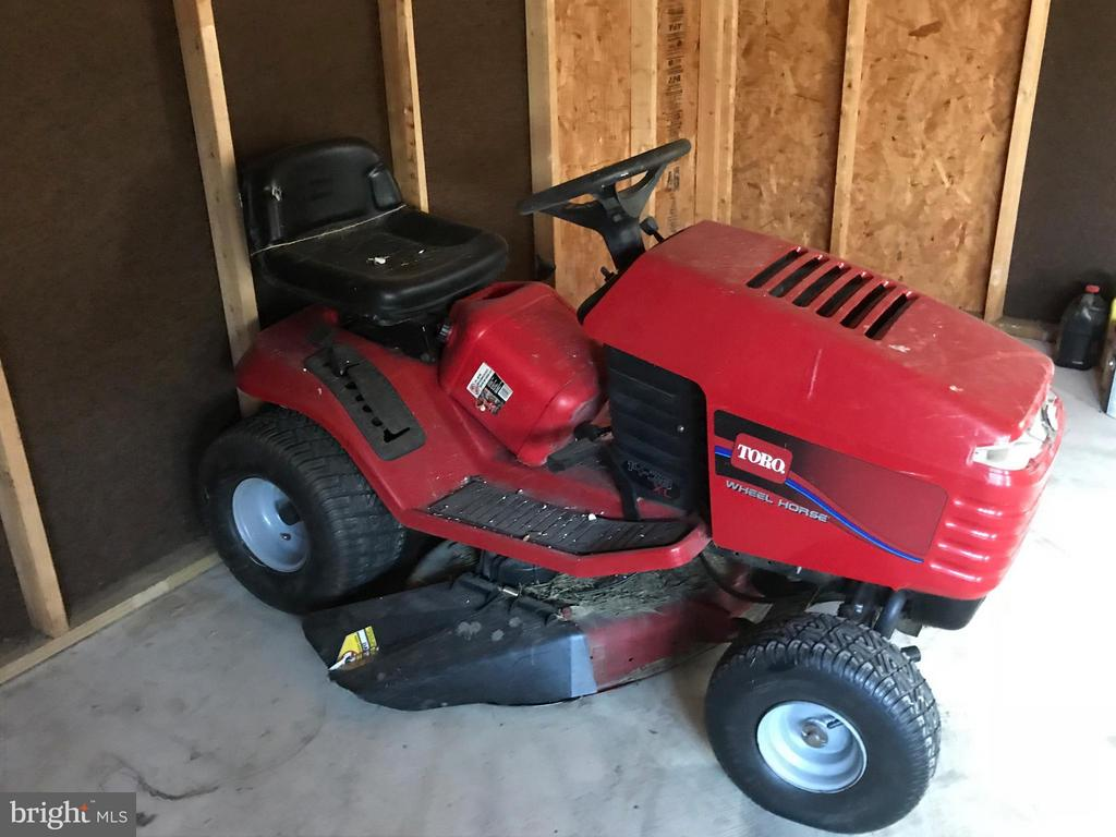 Riding lawnmower conveys as is - 503 WIDEWATER RD, STAFFORD