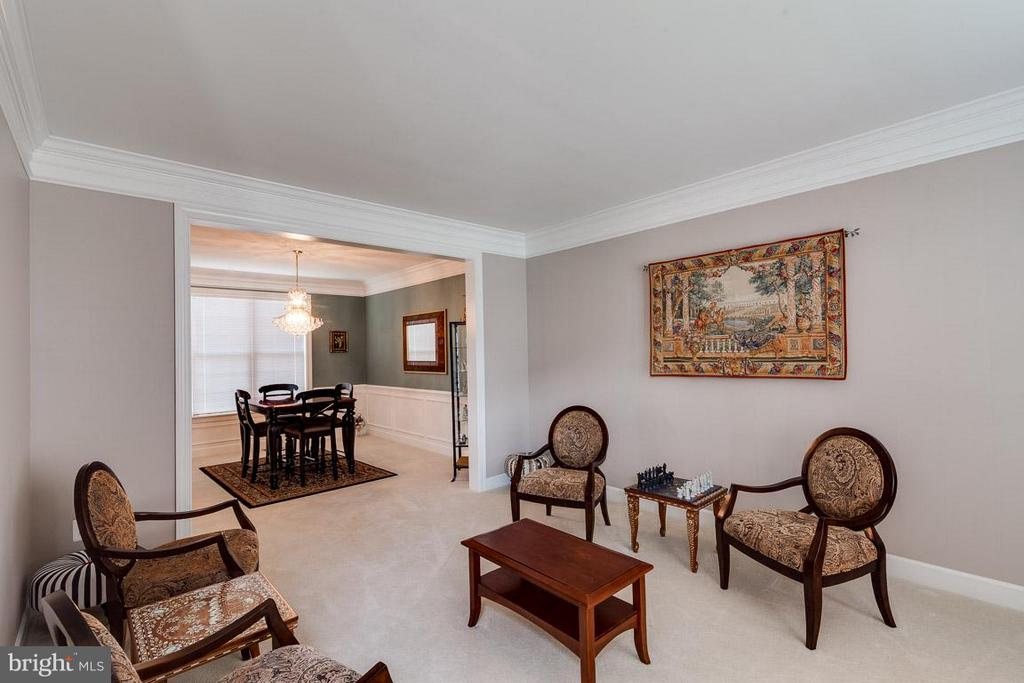 Living Room with Crown - 5386 ABERNATHY CT, FAIRFAX