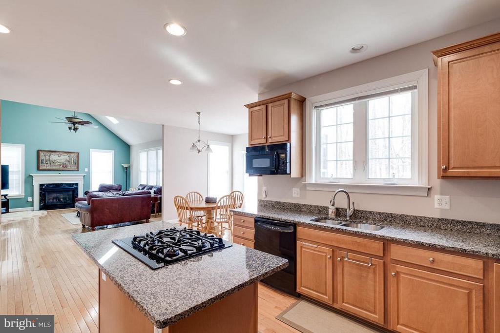 Gourmet Kitchen with Granite, Center Island - 5386 ABERNATHY CT, FAIRFAX