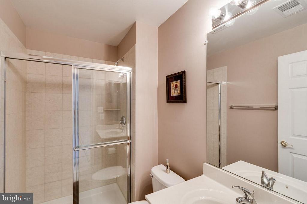 Private Access Bath - 5386 ABERNATHY CT, FAIRFAX