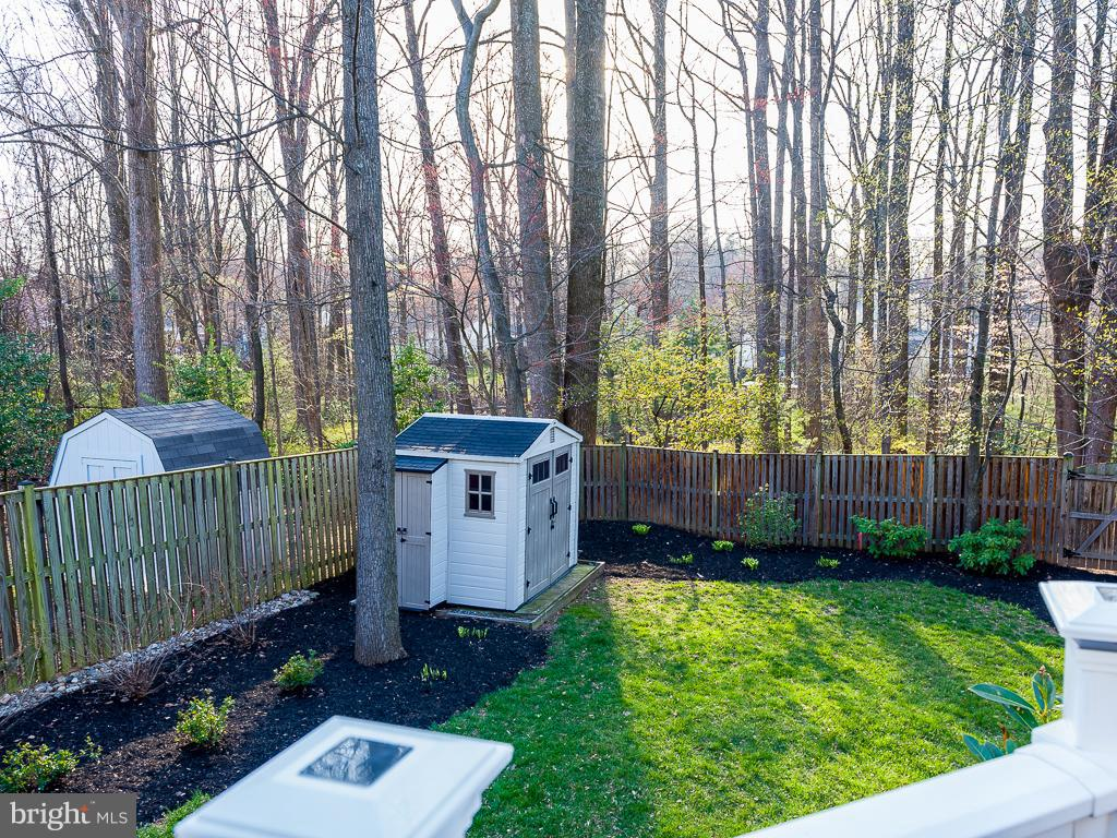 Private lot backs to trees ready for spring bloom - 5386 ABERNATHY CT, FAIRFAX