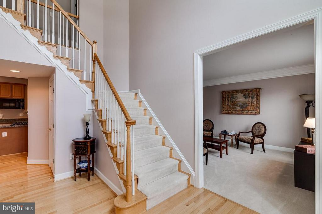 Two Story Entry Foyer with Hardwood - 5386 ABERNATHY CT, FAIRFAX
