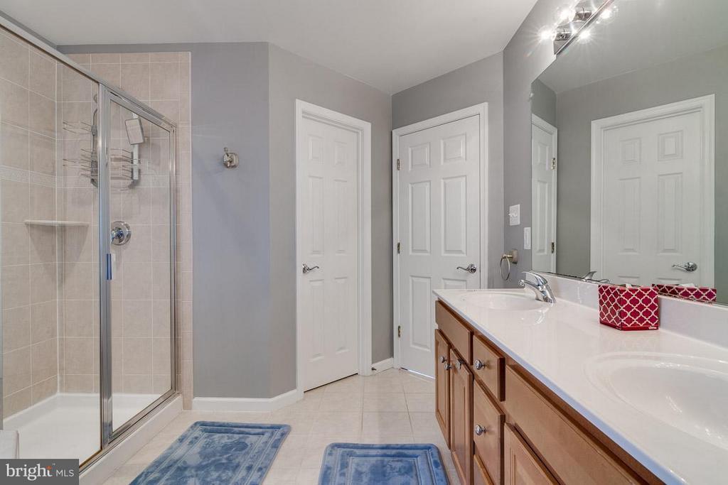 Luxury Bath (Master) with Dual Sinks - 5386 ABERNATHY CT, FAIRFAX