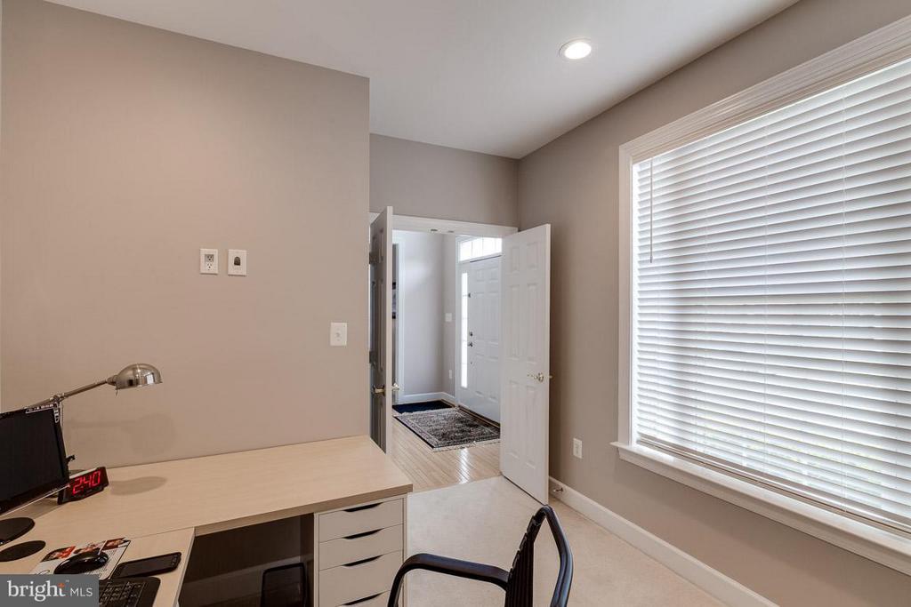 Convenient Main Level Home Office - 5386 ABERNATHY CT, FAIRFAX