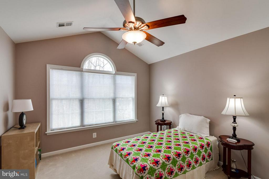 Second Bedroom with Palladian Window - 5386 ABERNATHY CT, FAIRFAX