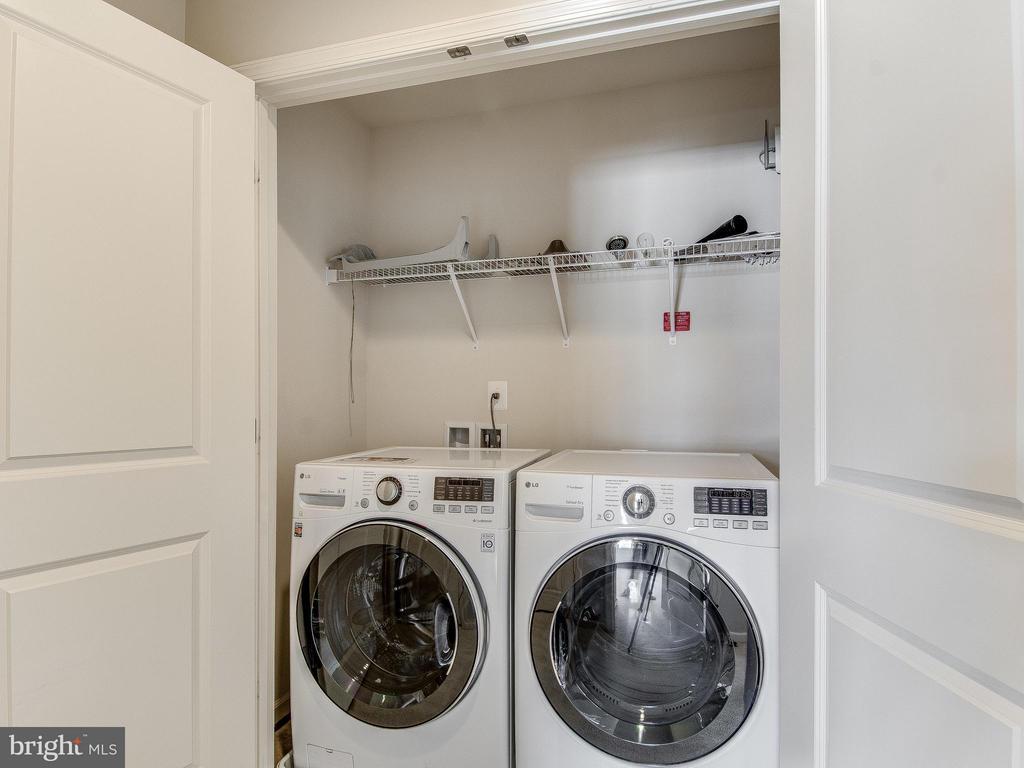 Upper level laundry room - 42173 CASTLE RIDGE SQ, ASHBURN
