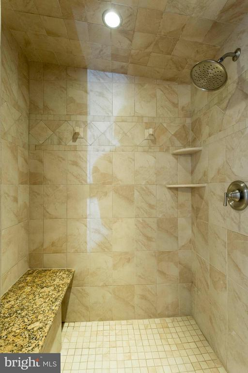 Incredible steam shower - 3687 WERTZ DR, WOODBRIDGE