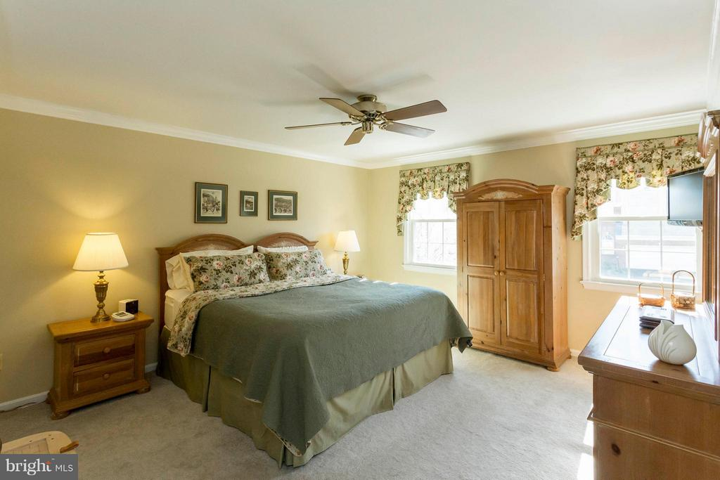 Generous master bedroom - 3687 WERTZ DR, WOODBRIDGE