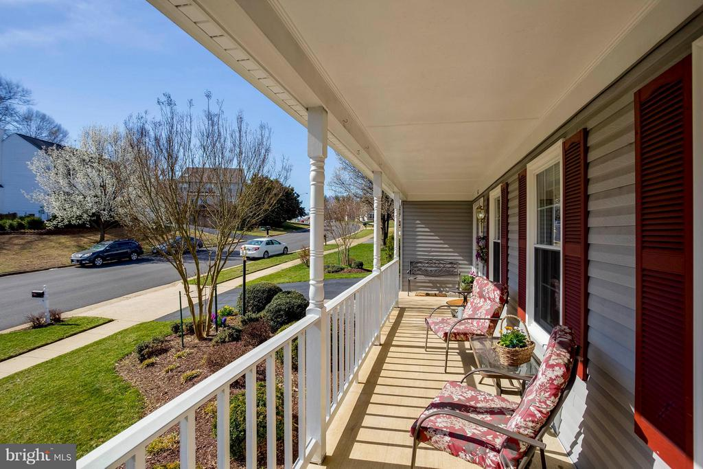 Extra large, sunny porch - 3687 WERTZ DR, WOODBRIDGE