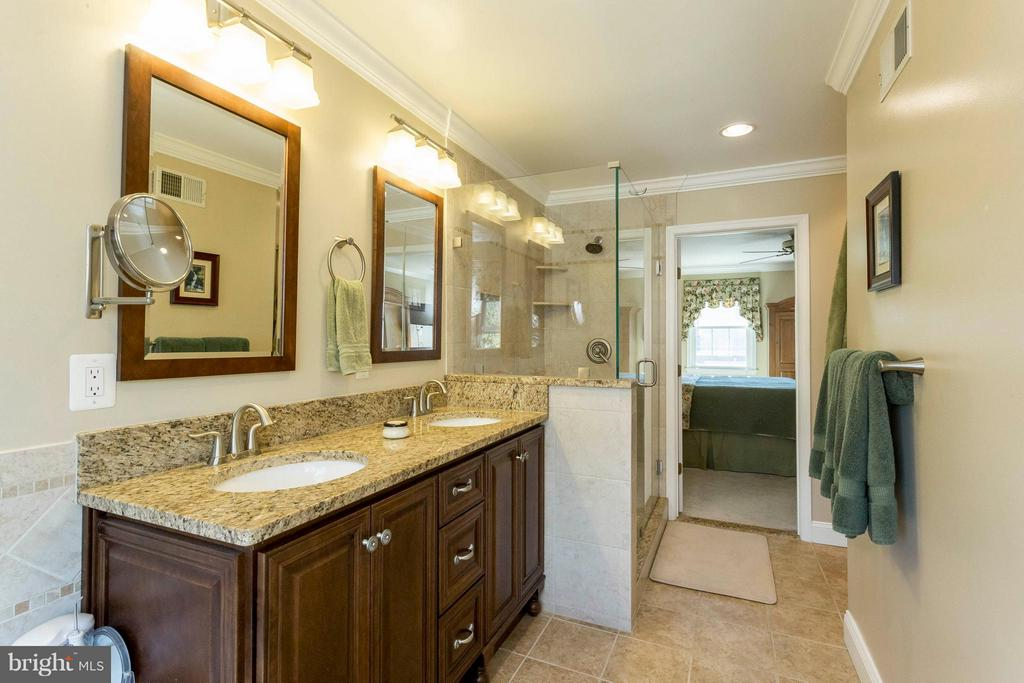 Granite vanity and tile shower - 3687 WERTZ DR, WOODBRIDGE