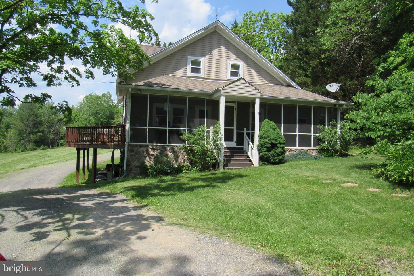 Single Family for Sale at 13536 Cacapon Rd Berkeley Springs, West Virginia 25411 United States
