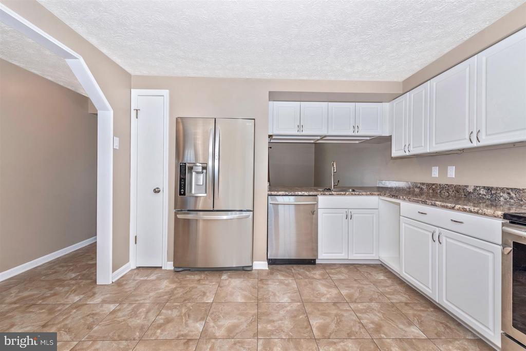 Large Rennovated Kitchen - 1480 DOCKSIDE CT, FREDERICK