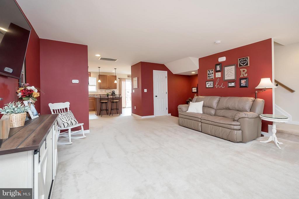 Family Room - 2341 DRAKE LN, FREDERICKSBURG