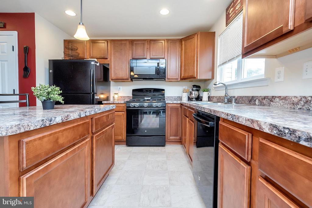 Kitchen - 2341 DRAKE LN, FREDERICKSBURG