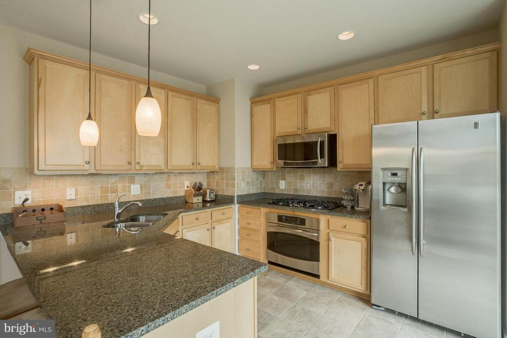 Kitchen ss appliances with wood cabinets - 2170 OBERLIN DR, WOODBRIDGE