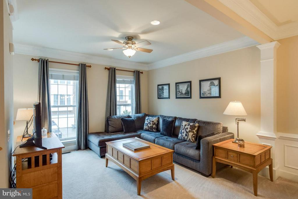 Family Room w/crown molding and beautiful windows - 2170 OBERLIN DR, WOODBRIDGE