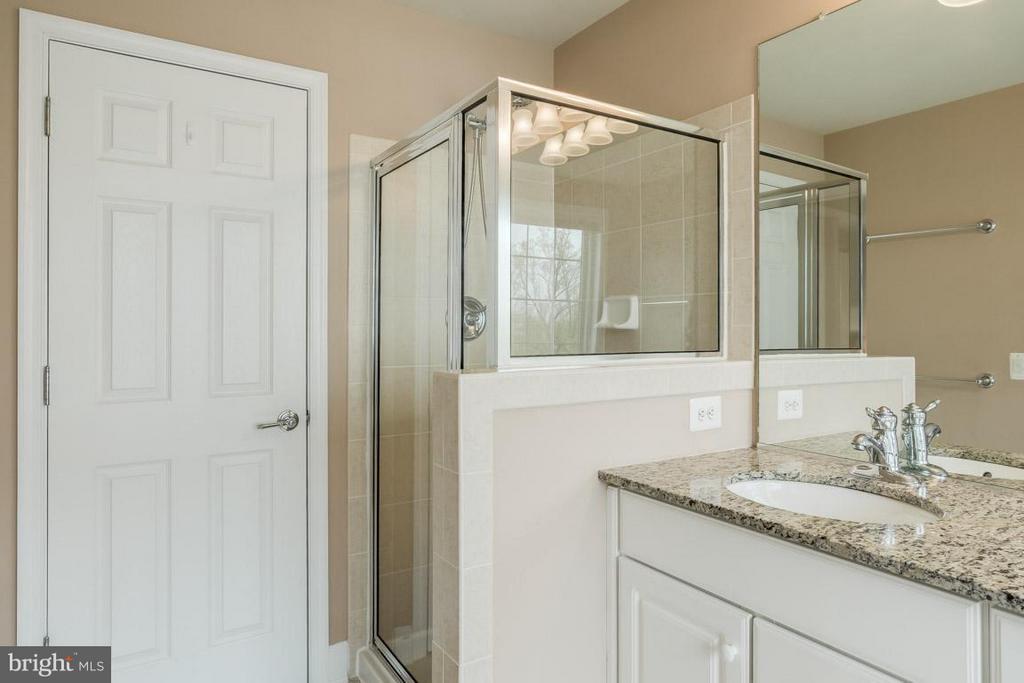 Bath (Master) separate glass shower - 2170 OBERLIN DR, WOODBRIDGE