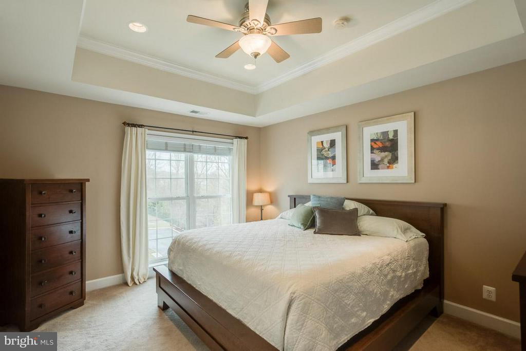 Bedroom (Master) with tray ceiling - 2170 OBERLIN DR, WOODBRIDGE