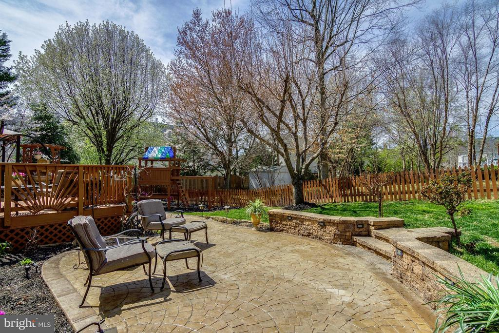 Tiered Patio - 4326 MARHALT PL, DUMFRIES