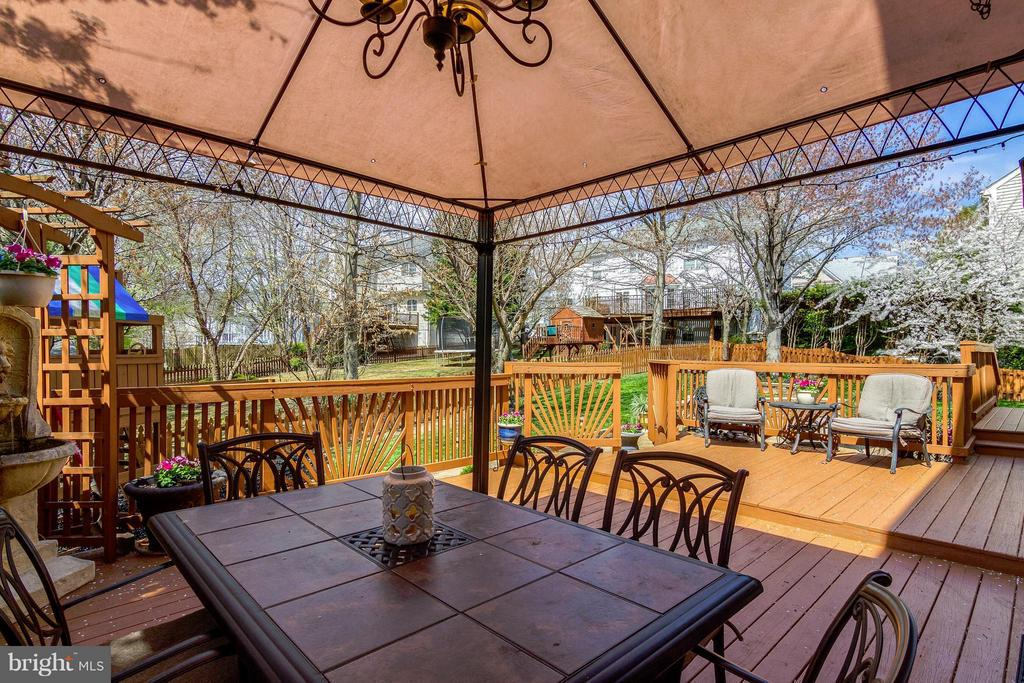 Tiered Deck - 4326 MARHALT PL, DUMFRIES