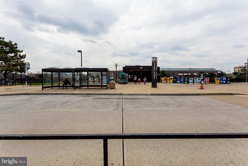 Vienna/Fairfax GMU METRO Station is a short walk - 9480 VIRGINIA CENTER BLVD #221, VIENNA