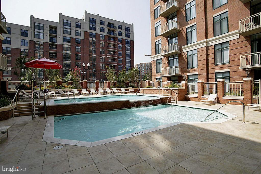 POOL and SUN DECK - 1201 GARFIELD ST N #216, ARLINGTON