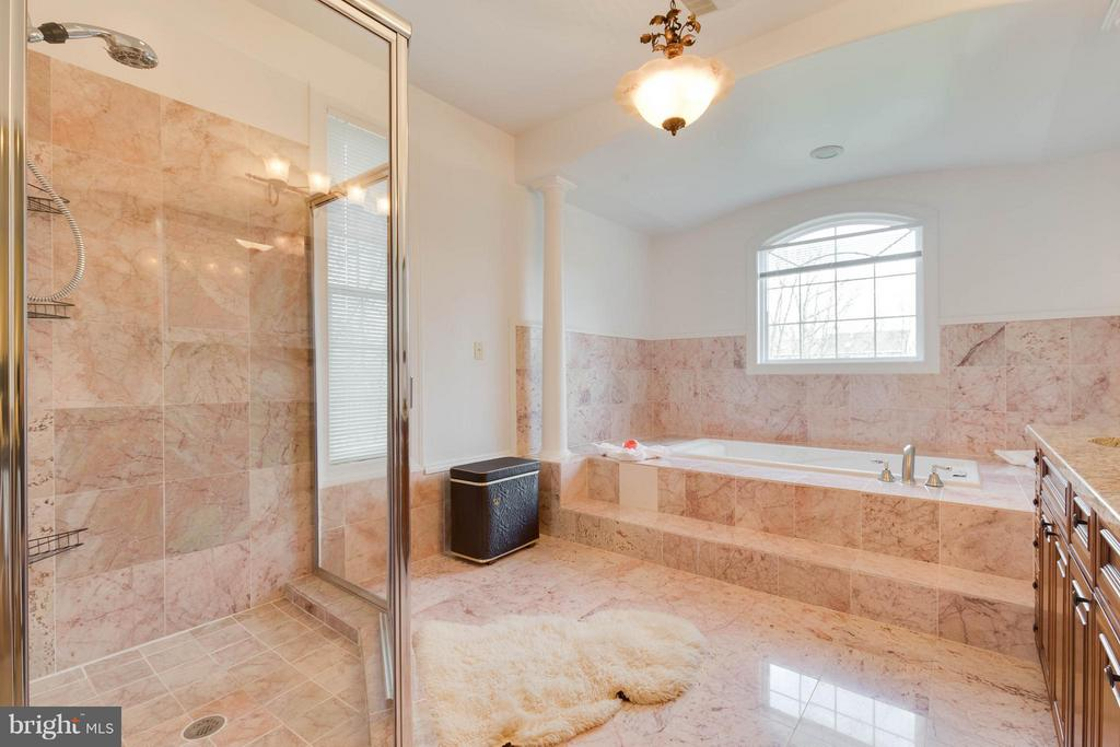 Luxury Master Bath w/ Soaking Tub and Large Shower - 5521 CLIFTON RD, CLIFTON