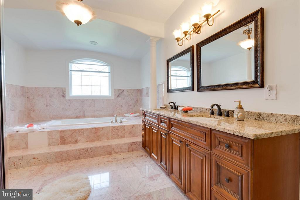 Luxury Master Bathroom - 5521 CLIFTON RD, CLIFTON
